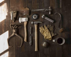 construction-work-carpenter-tools-min
